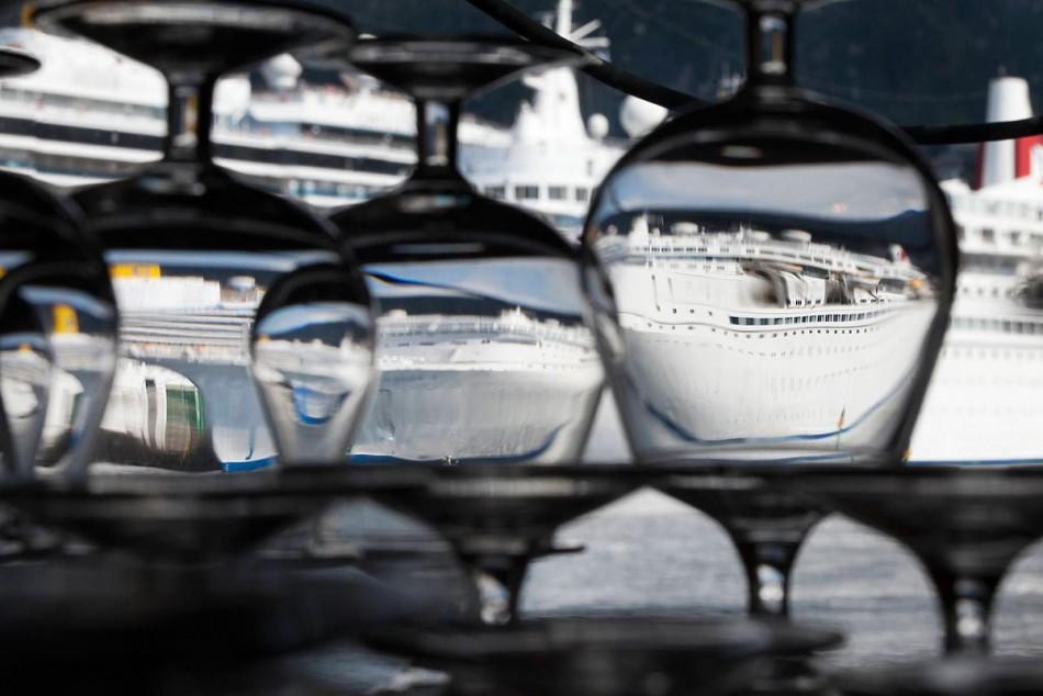 Cruiseskip møte cognac glass. Foto: Bjørn Erik Larsen/Bergens Tidende