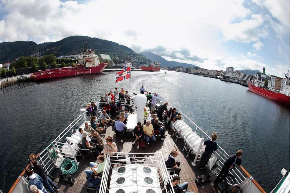 På vei ut fra Bergen ombord på